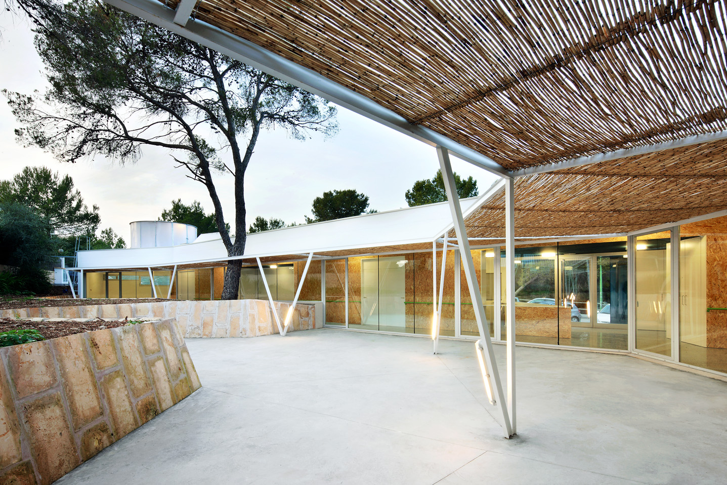 Flexo arquitectura day center and community activities for Arquitectura prehistorica