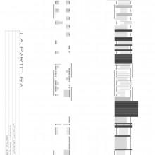 LA PARTITURA. Inés Masó Sotomayor i Cristina Herrero de la Fuente. Aquestes cartografies representen els obstacles i barreres que trobem a La Rambla, que impedeixen la transversalitat. El primer dibuix mostra la longitud en planta de la barrera, la seva densitat/permeabilitat i la seva alçada. En definitiva, és com un alçat abatut vist des dels carrils laterals. El segon dibuix és un pas més, representa el negatiu de l'anterior: el buit, el seu ritme, l'espai en planta que ocupa i la seva densitat.