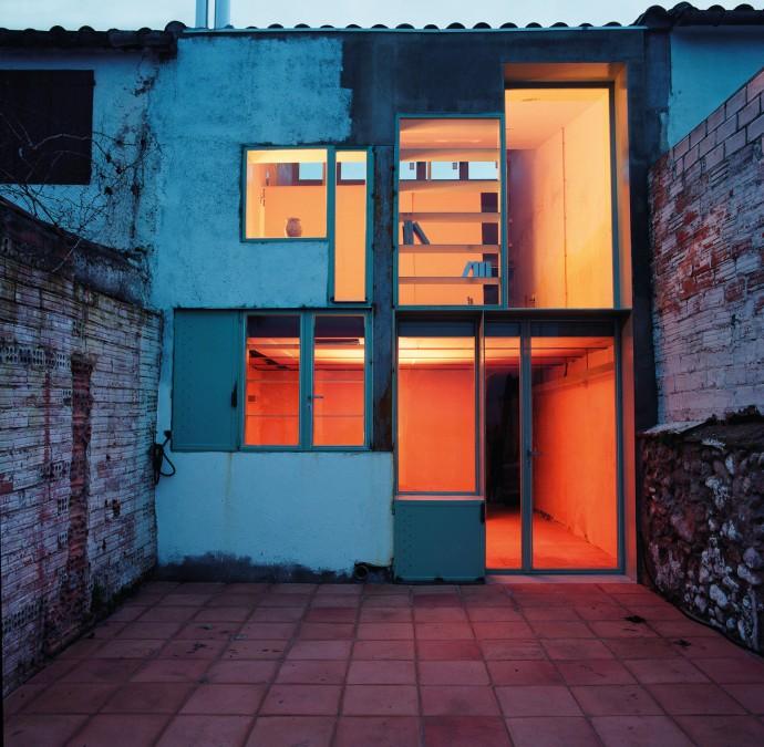 Caldereria petita, rehabilitació d'habitatge entre mitgeres. Calderon - Folch - Sarsanedas Arquitectes. ©Rodrigo Díaz Wichmann