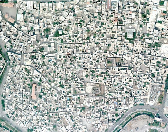 Fotografia aèria de Suriçi. Solars buits distribuïts irregularment, que s'han convertit en l'emplaçament de noves unitats d'habitatge.